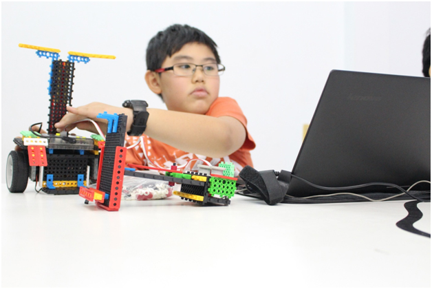 Robot giúp trẻ phát triển tư duy