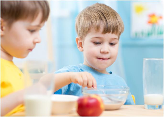 Nạp thêm dinh dưỡng từ sữa cho trẻ biếng ăn như thế nào