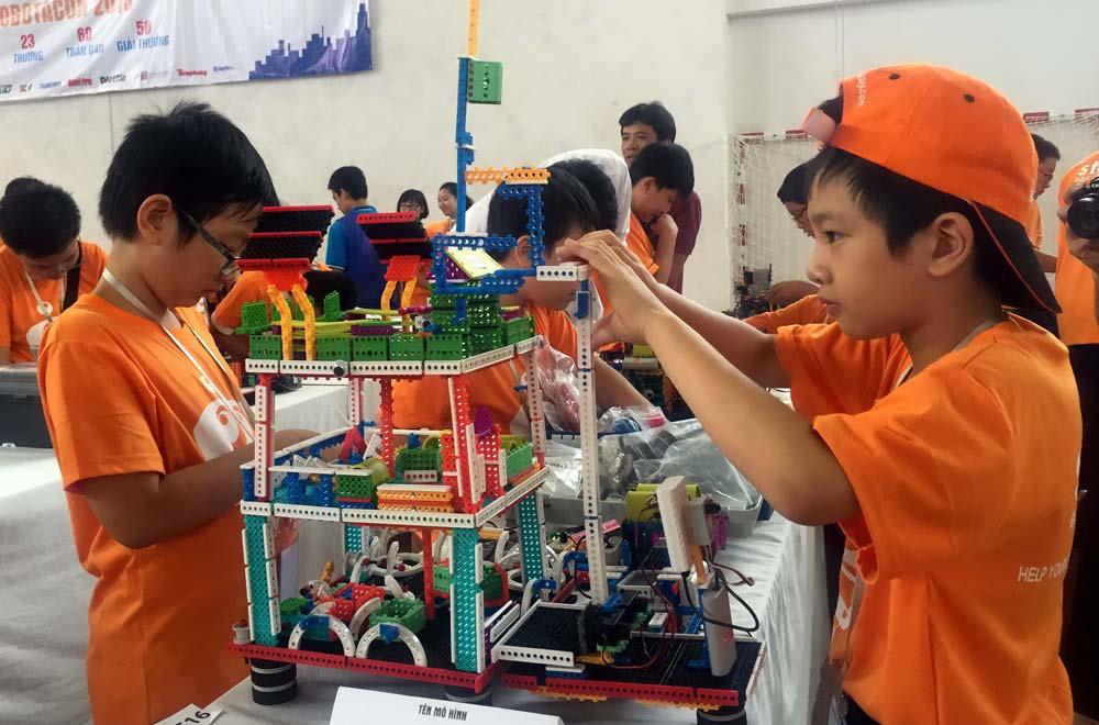 Khoa học robot với sự phát triển của trẻ em