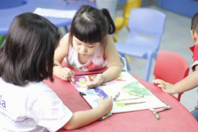 Giúp bé phát triển tư duy qua bộ môn mỹ thuật