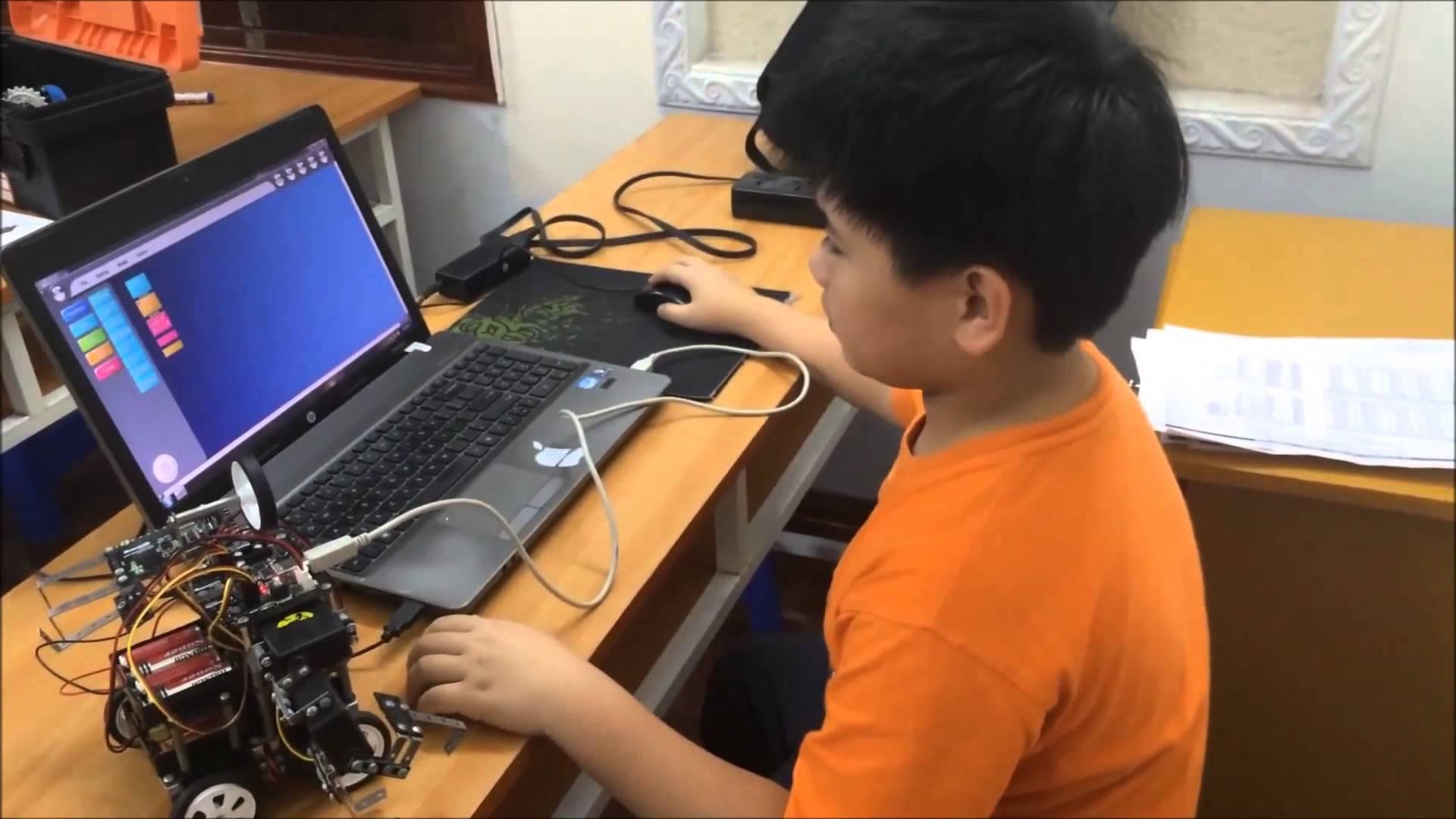 Vì sao nên cho trẻ học lập trình robot