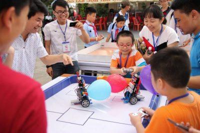 Có nên dạy robot ở trường học hay không?