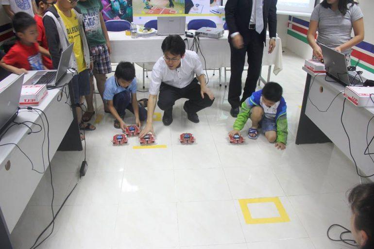 Trẻ học lập trình với Robot – Cách phát triển tư duy và khả năng sáng tạo